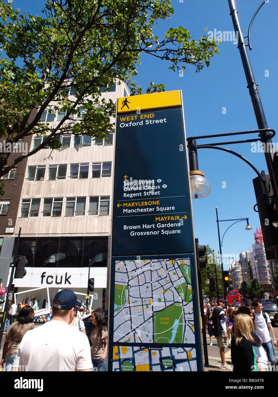 Gut lesbare London Street Schild angebracht auf der Oxford Street im ...