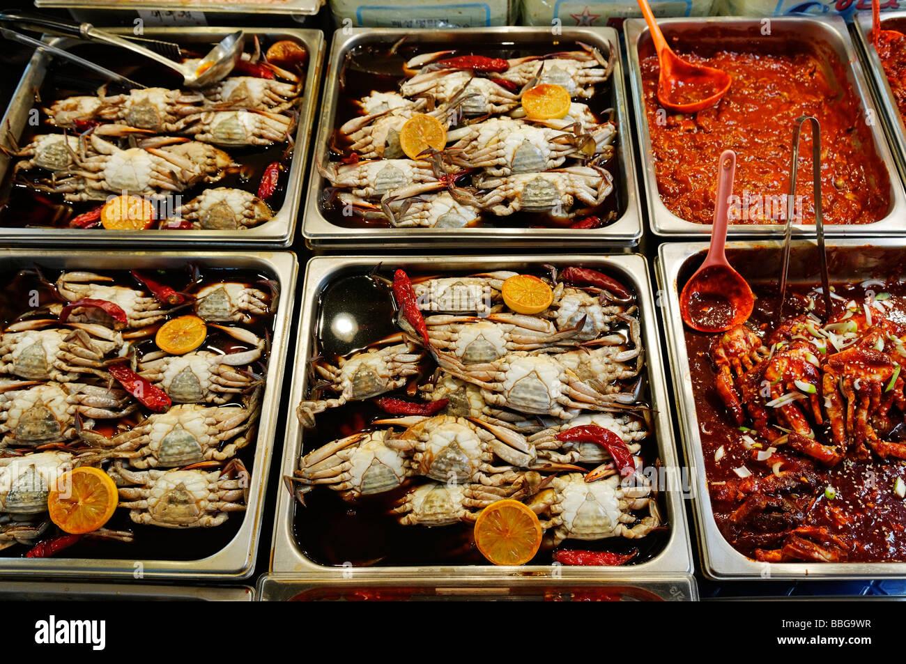 koreanisches essen gekochte krabben meeresfr chte auf einem markt in seoul s dkorea asien. Black Bedroom Furniture Sets. Home Design Ideas