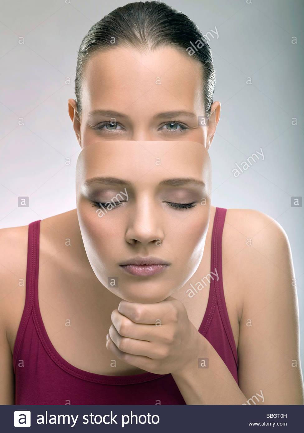 Porträt junge Frau mit einer Maske, Studio gedreht Stockbild