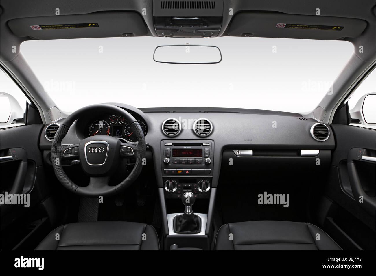 Armaturenbrett audi  2009 Audi A3 2.0 t in weiß - Armaturenbrett, Mittelkonsole, Getriebe ...