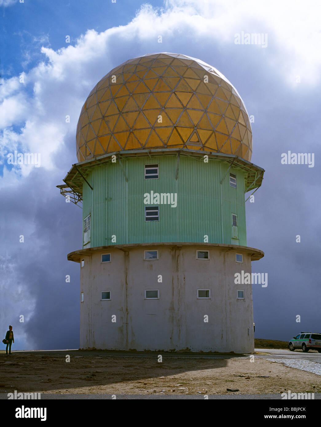 Torre (Turm) ist ein stillgelegten Sternwarte-Denkmal, das den höchsten Punkt von Festland Portugal markiert Stockbild