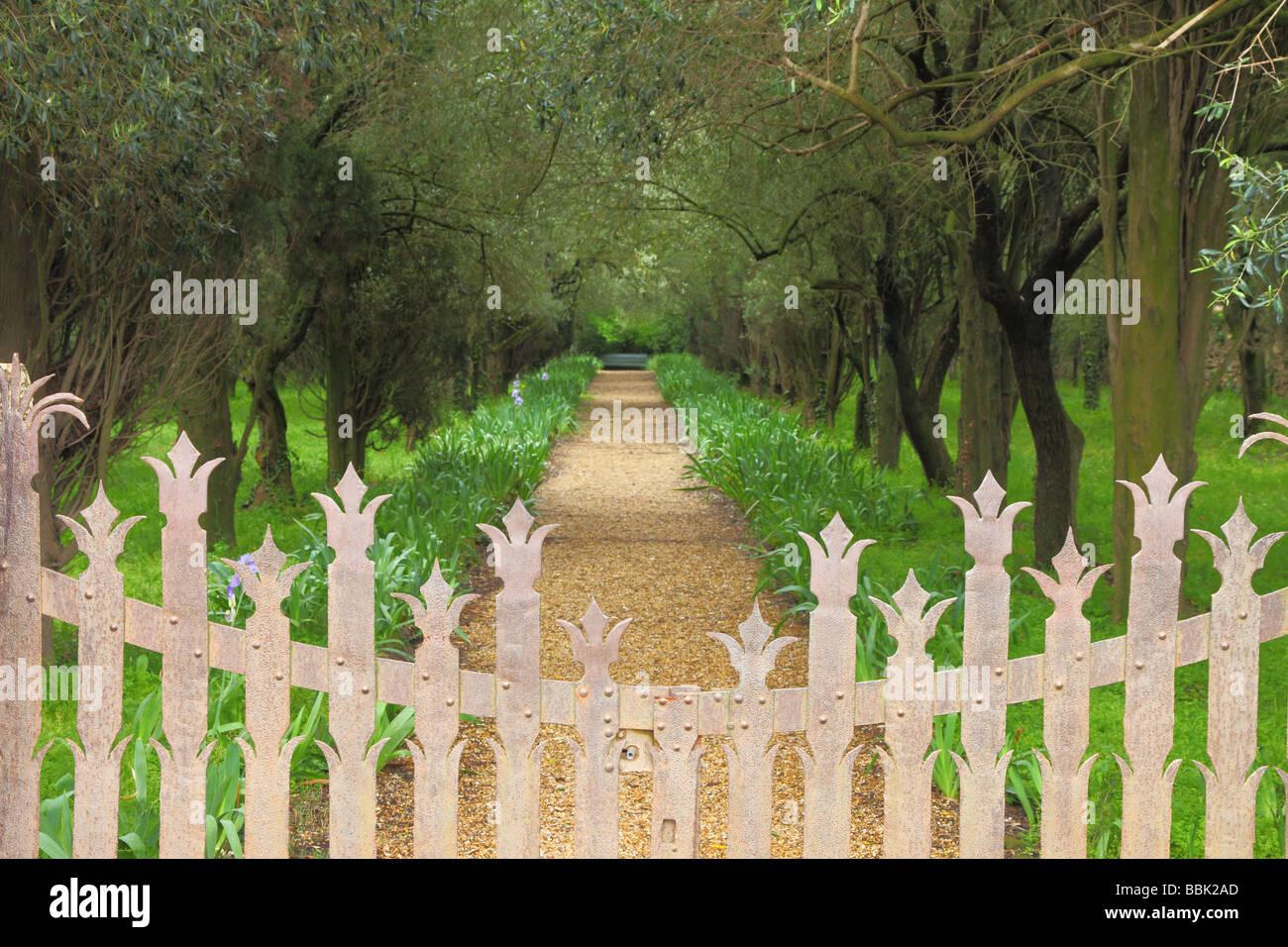 Obstgarten Fontfroide Benediktiner Abtei Languedoc-Roussillon Frankreich Stockbild