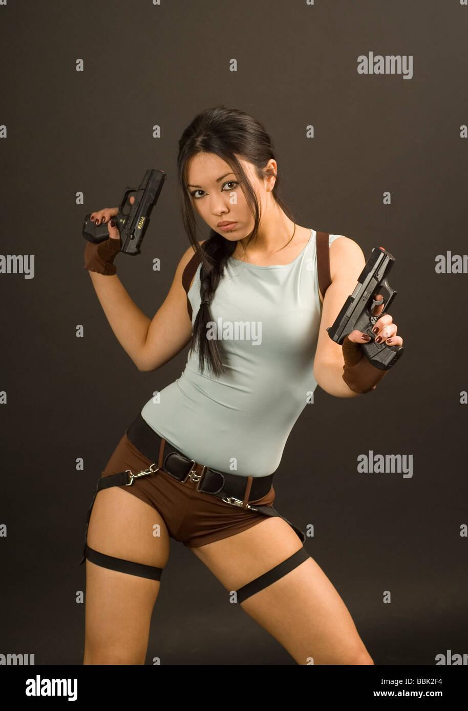 Mädchen In Lara Croft Kostüm Stockfoto Bild 24390664 Alamy