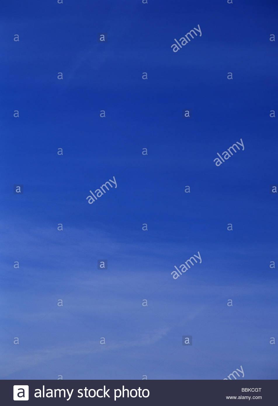 Long Wispy Cloud Formation Stockfotos & Long Wispy Cloud Formation ...