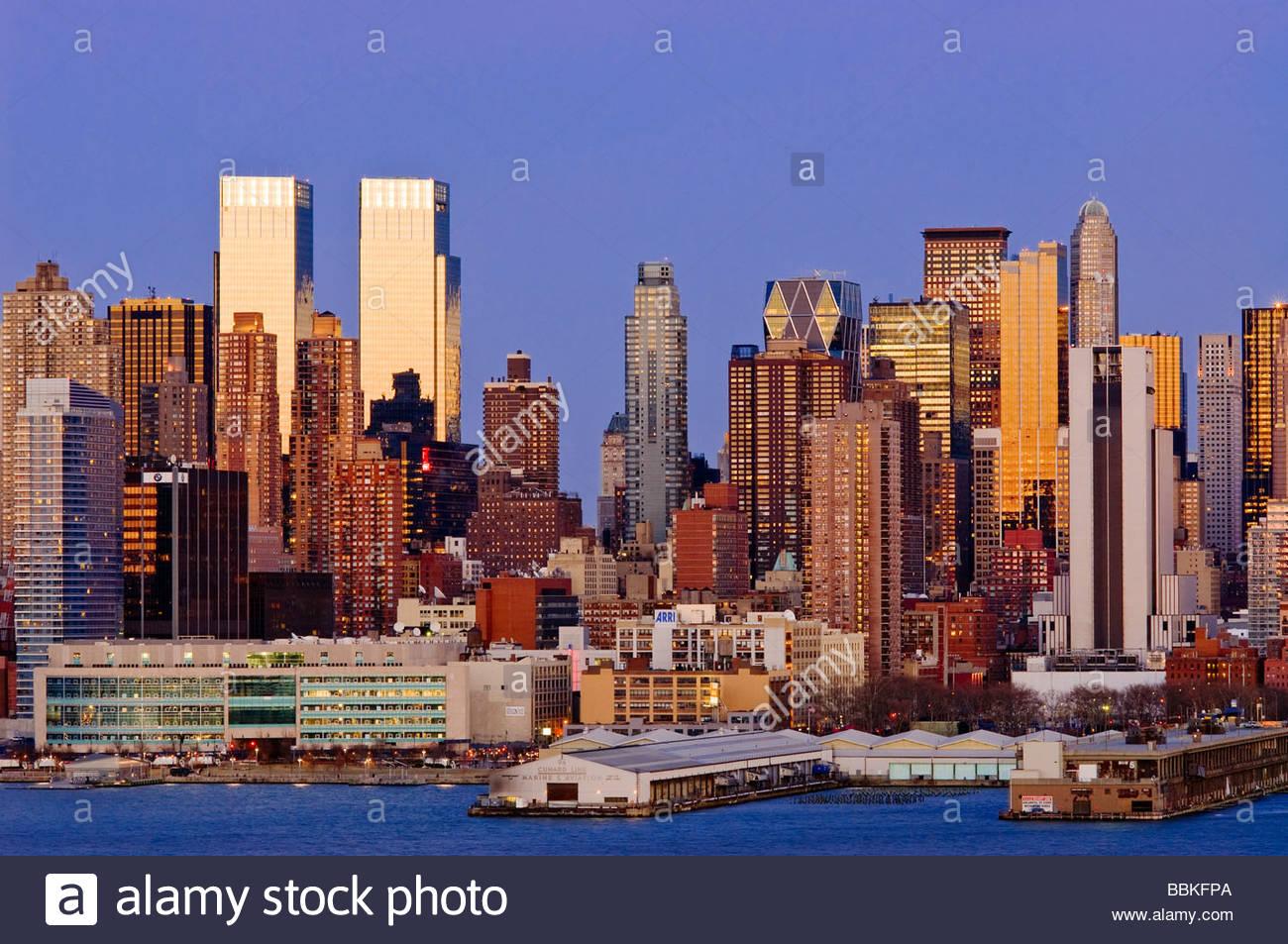 Time Warner Center Midtown Manhattan Skyline Dämmerung Stockbild