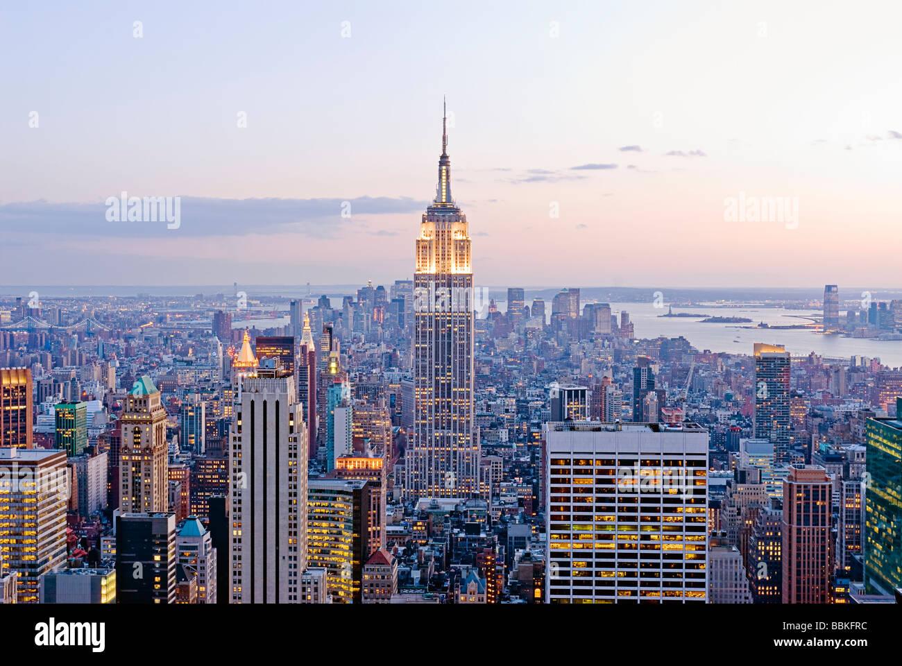 Blick auf die Skyline von Manhattan mit Empire State Building, New York City. Stockbild