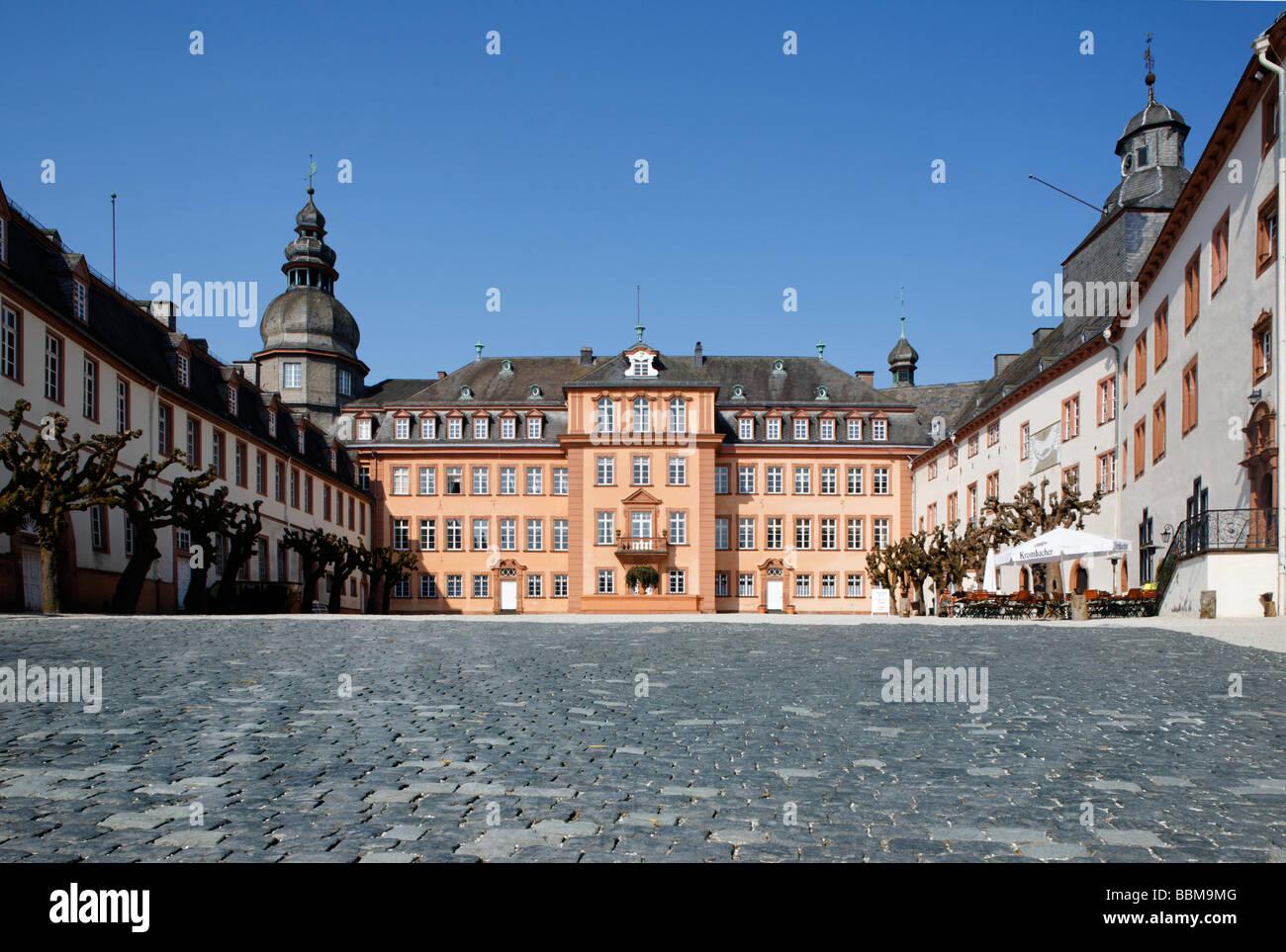 Schlossplatz und Schloss Berleburg, Bad Berleburg, Bezirk von Siegen ...