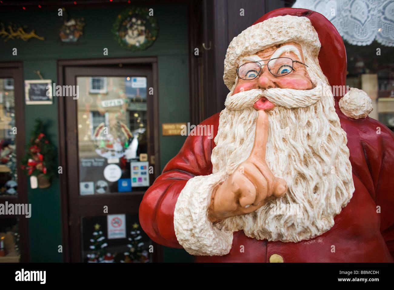 Christmas Shop Santa Claus Statue Stockfotos & Christmas Shop Santa ...