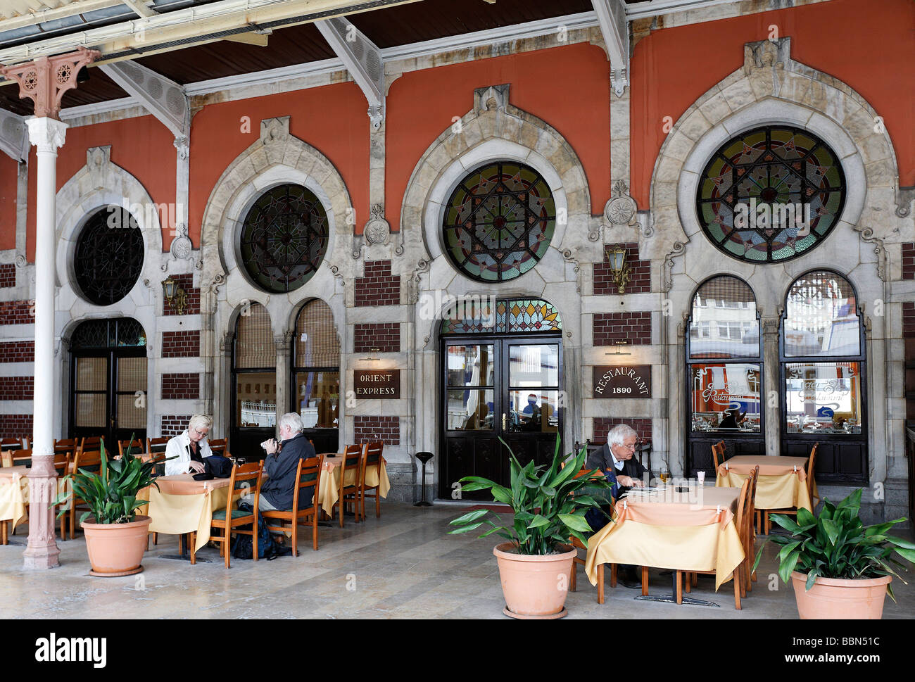 orient express restaurant historischen bahnhof sirkeci. Black Bedroom Furniture Sets. Home Design Ideas