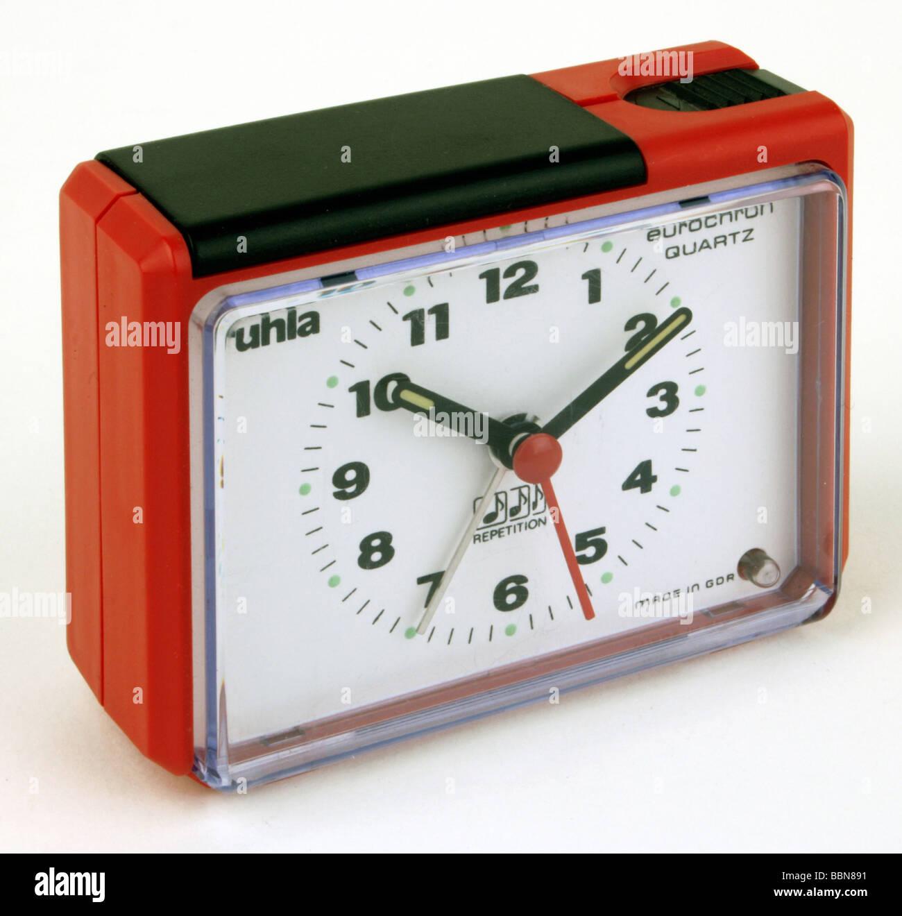 Uhren, Wecker Ruhla-Eurochron Quarz, Kaliber 62-22, von VEB Uhrenwerke Ruhla, DDR, 1980er Jahre, Additional-Rights Stockbild