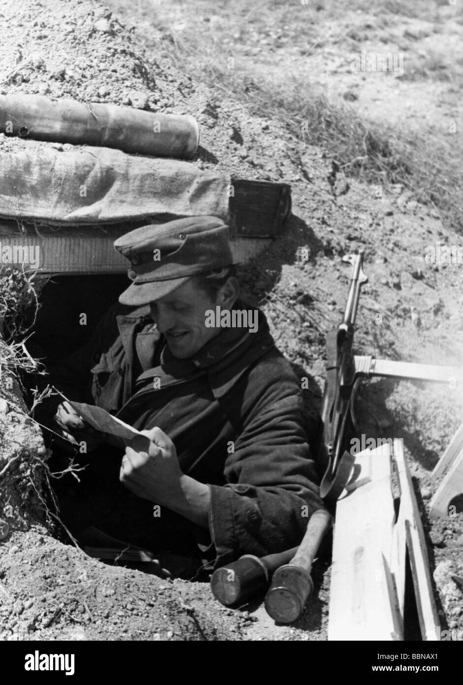 German Soldier Front Shelter Eastern Front Stockfotos German