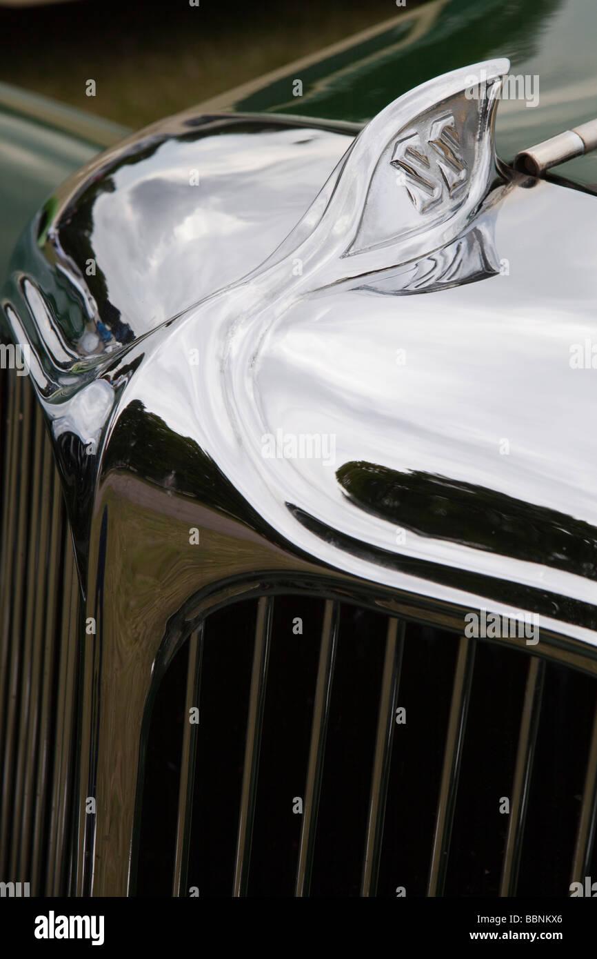 Heizkörper und Abzeichen der klassischen alten grün lackierten britischen machte 1931 SS1 Tourer Jaguar Stockbild