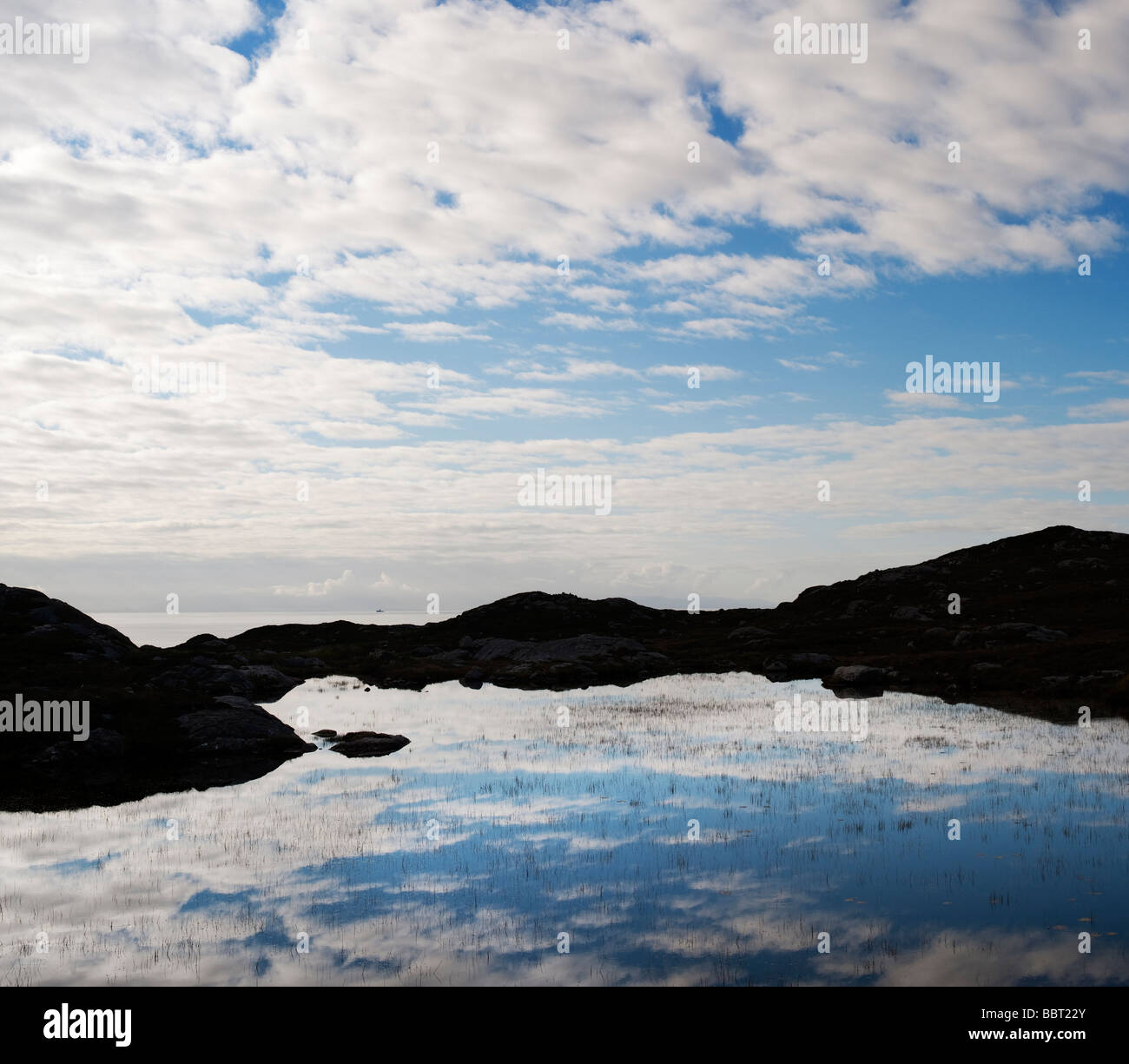 Isle of Harris noch loch Reflexionen, Äußere Hebriden, Schottland Stockbild