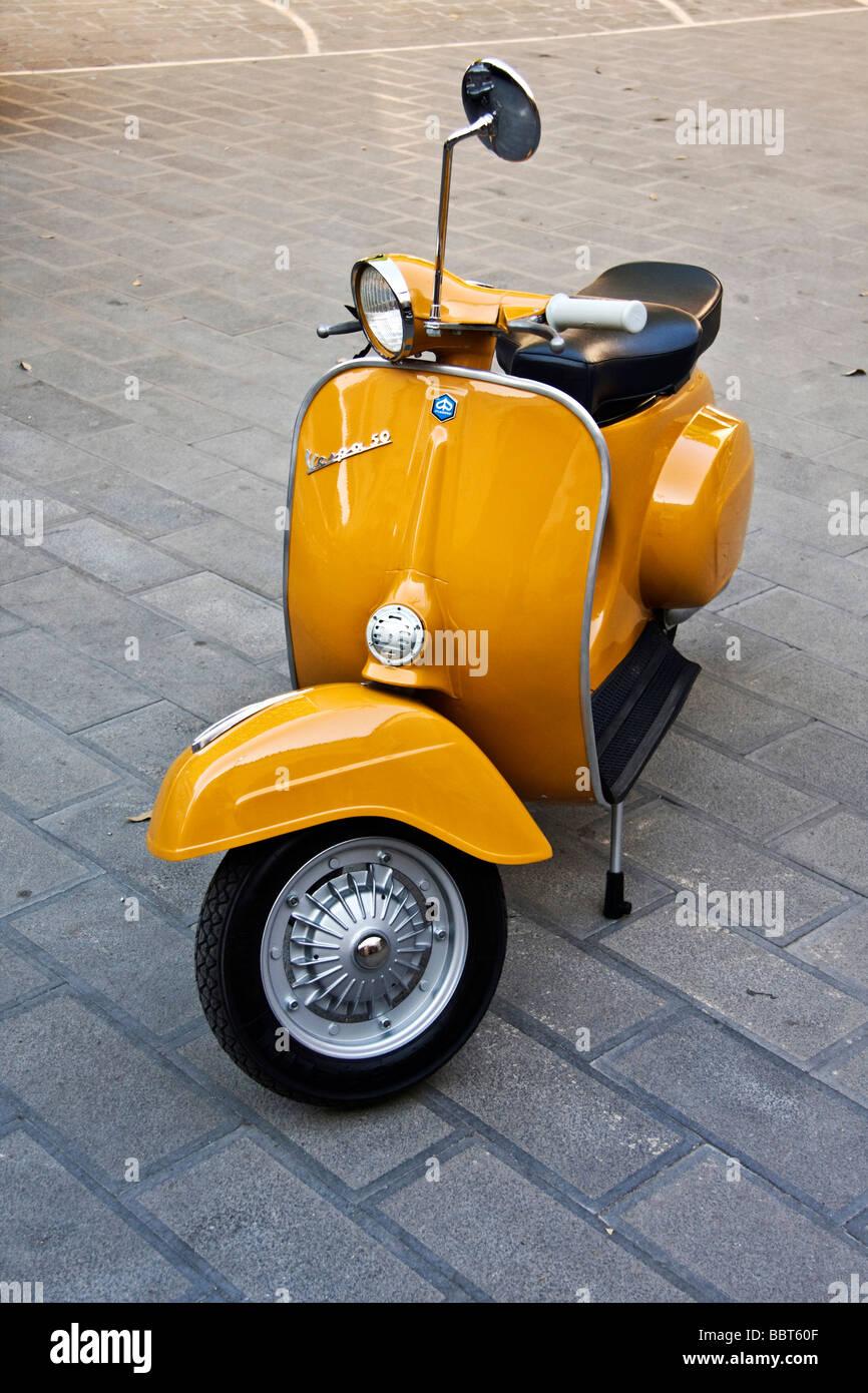 piaggio vespa 50 special 1965 vintage restauriert italienischen roller stockfoto bild 24503151. Black Bedroom Furniture Sets. Home Design Ideas