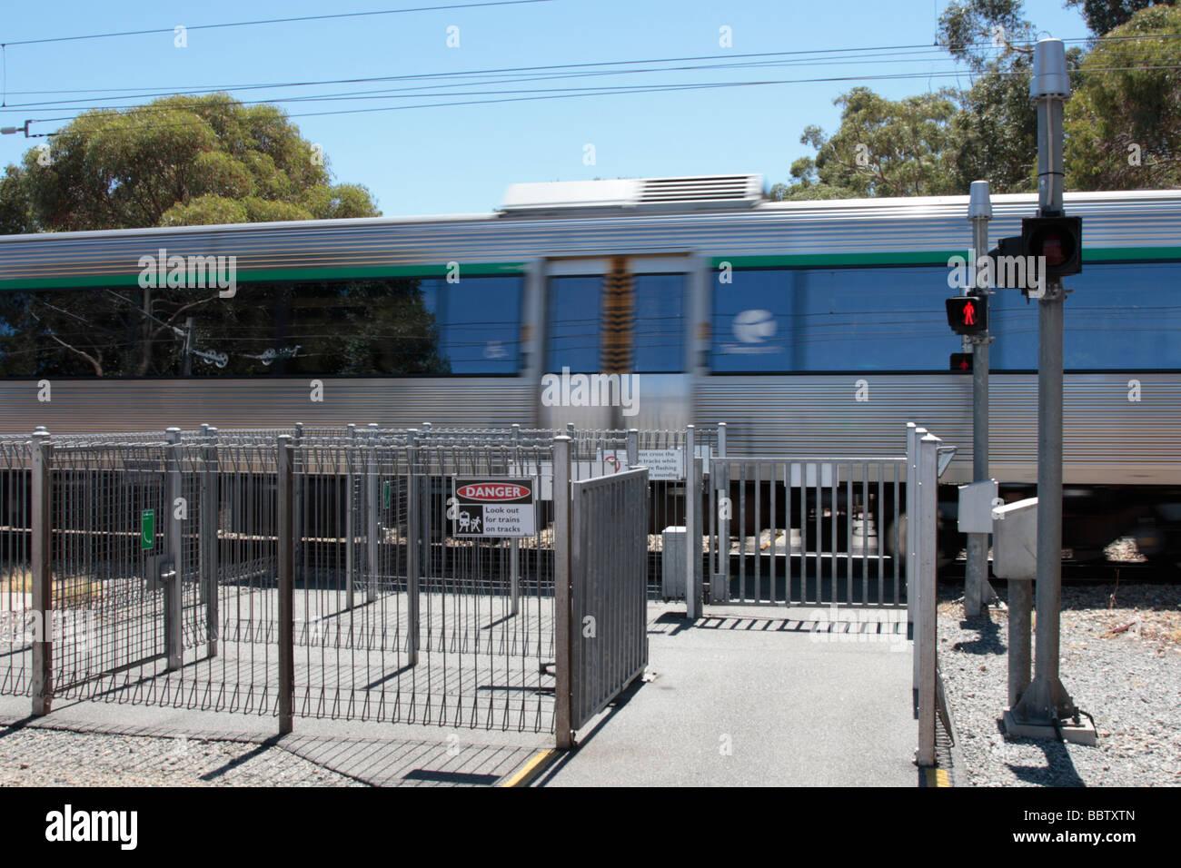Zug am Fußgängerüberweg Punkt in Guildford Western Australia Stockbild