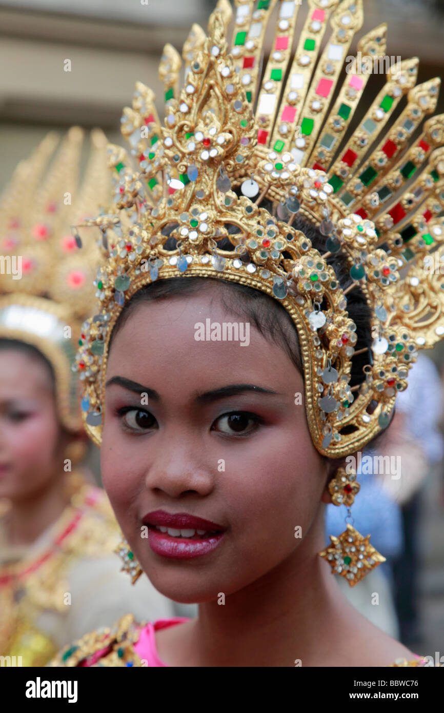 Deutschland Berlin Karneval der Kulturen-thai-Frau in Tracht Stockbild