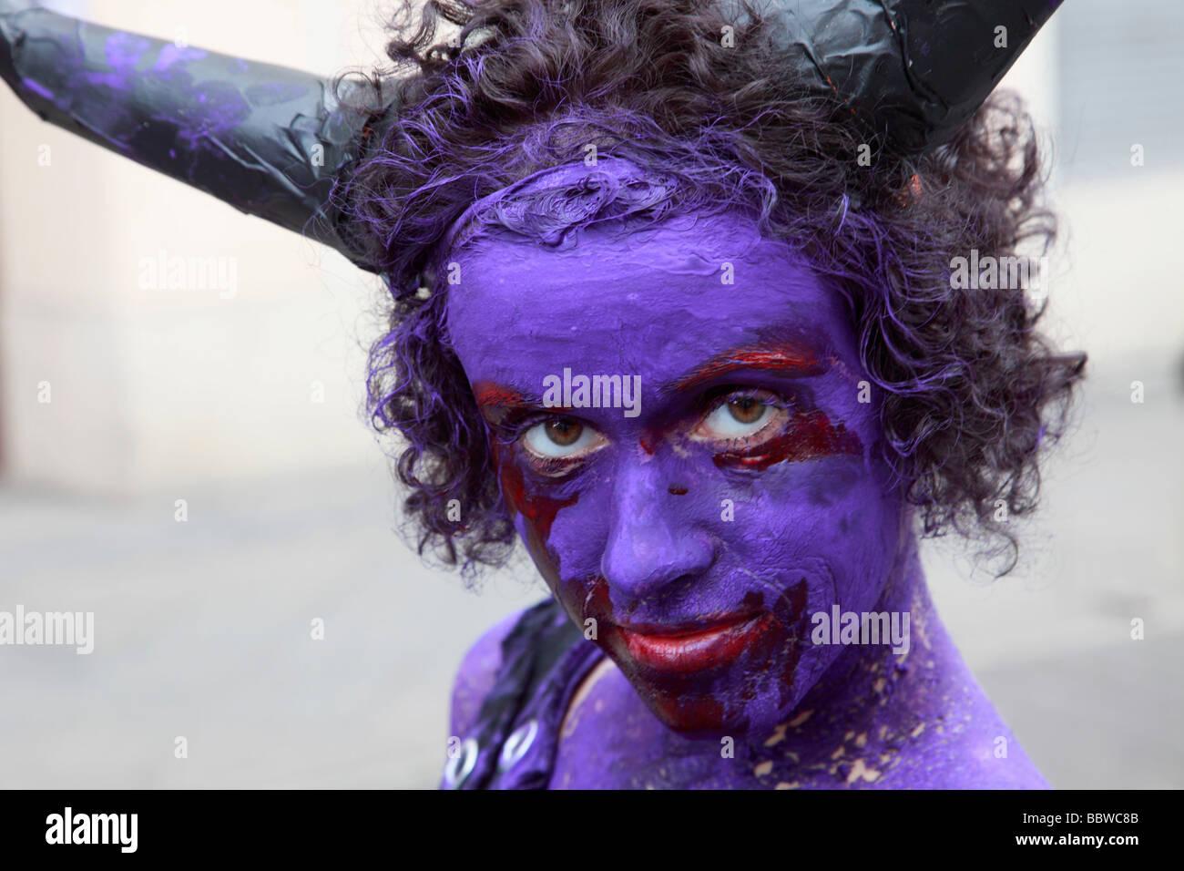 Deutschland Berlin Karneval der Kulturen Frau mit bemaltem Gesicht Stockbild