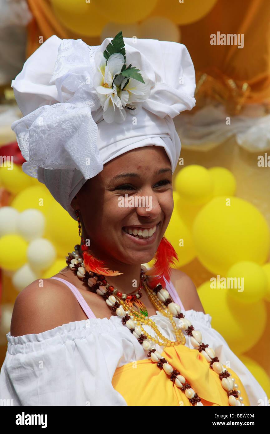Deutschland Berlin Karneval der Kulturen brasilianische Frau im Kostüm Stockbild
