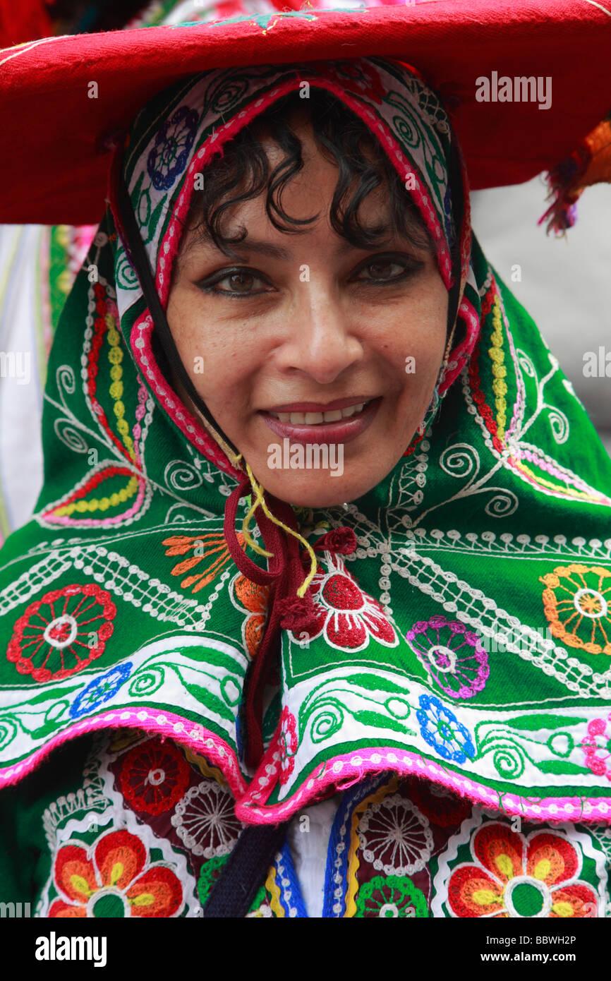 Deutschland Berlin Karneval der Kulturen südamerikanische Frau in Tracht Stockbild