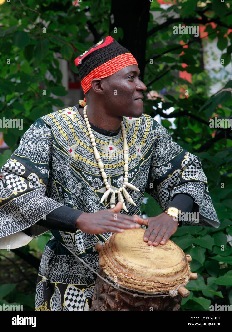 Deutschland Berlin Karneval der Kulturen afrikanischer Musiker Schlagzeuger Stockbild