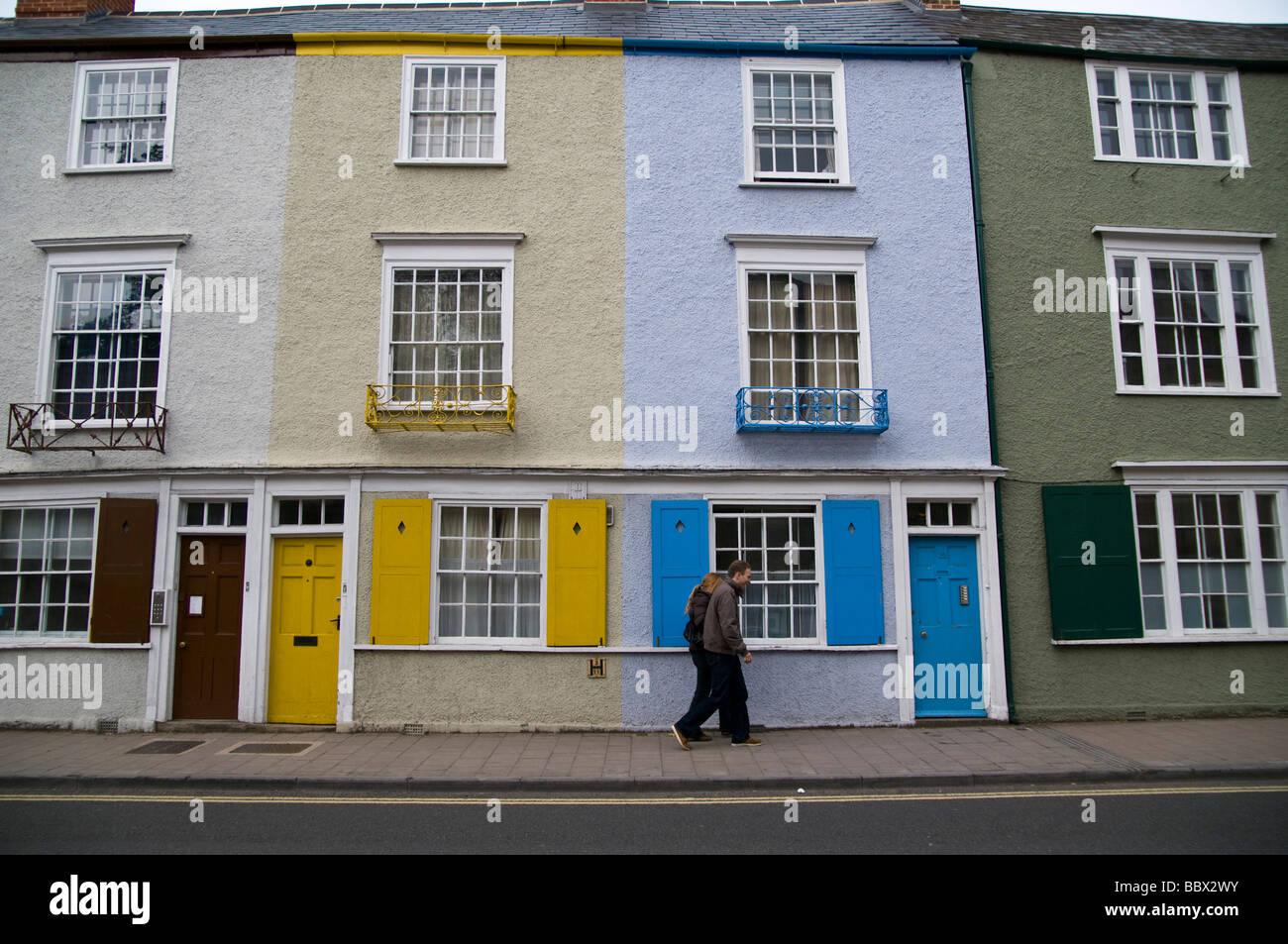 oxford reihenhaus h user mit hellen gelben und blauen t ren und fensterl den stockfoto bild. Black Bedroom Furniture Sets. Home Design Ideas