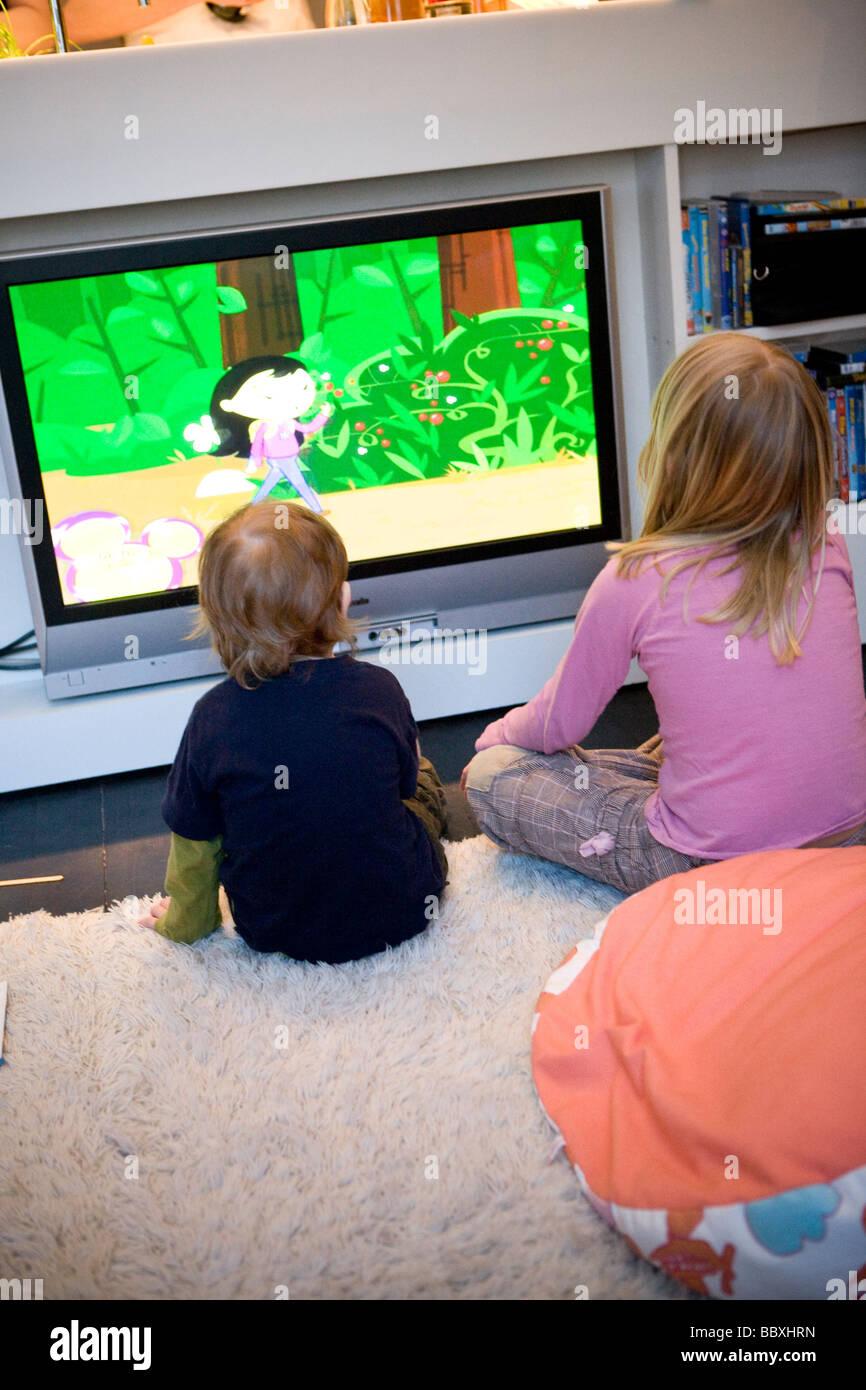 siblings cartoon stockfotos siblings cartoon bilder alamy. Black Bedroom Furniture Sets. Home Design Ideas