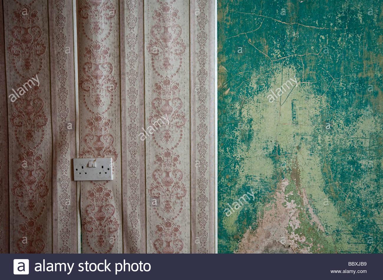 Tapete Abziehen Ein Altes, Verlassenes Haus Stockbild
