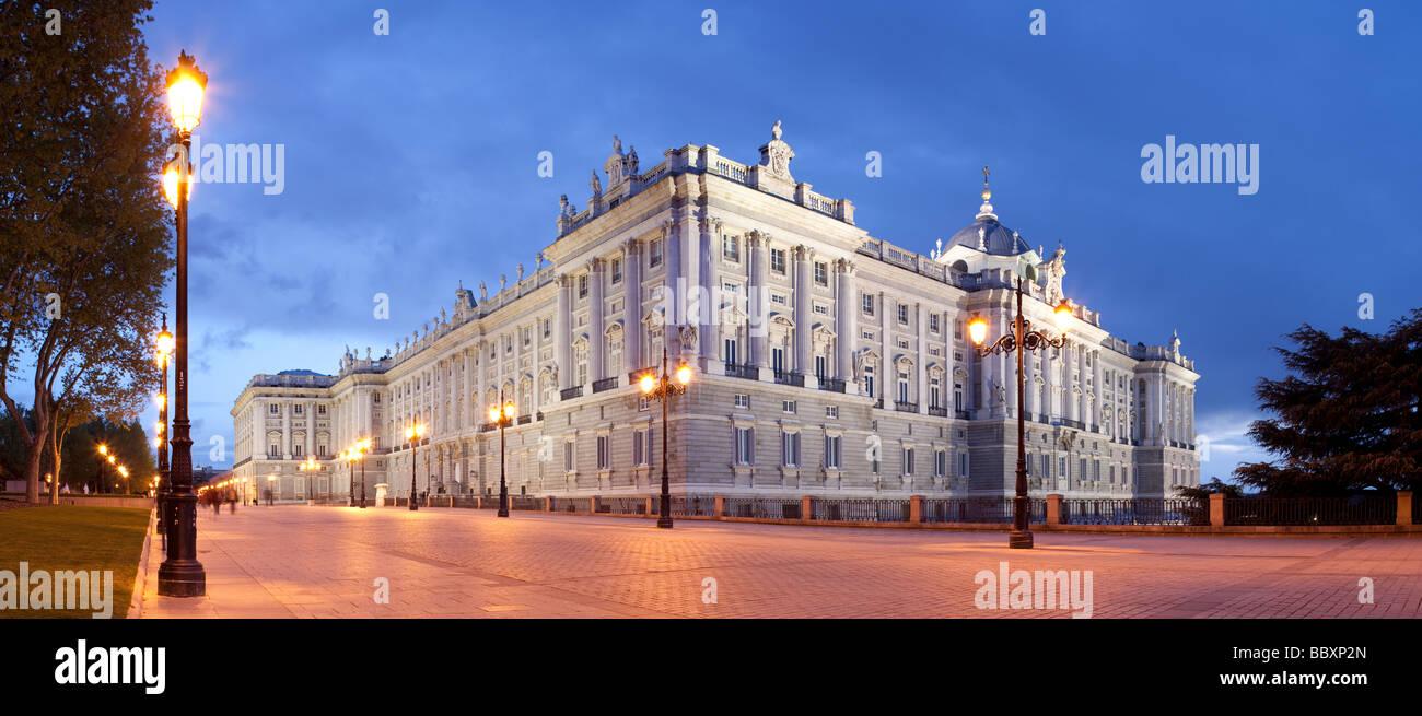 Königlicher Palast beleuchtet, Madrid, Spanien Stockbild