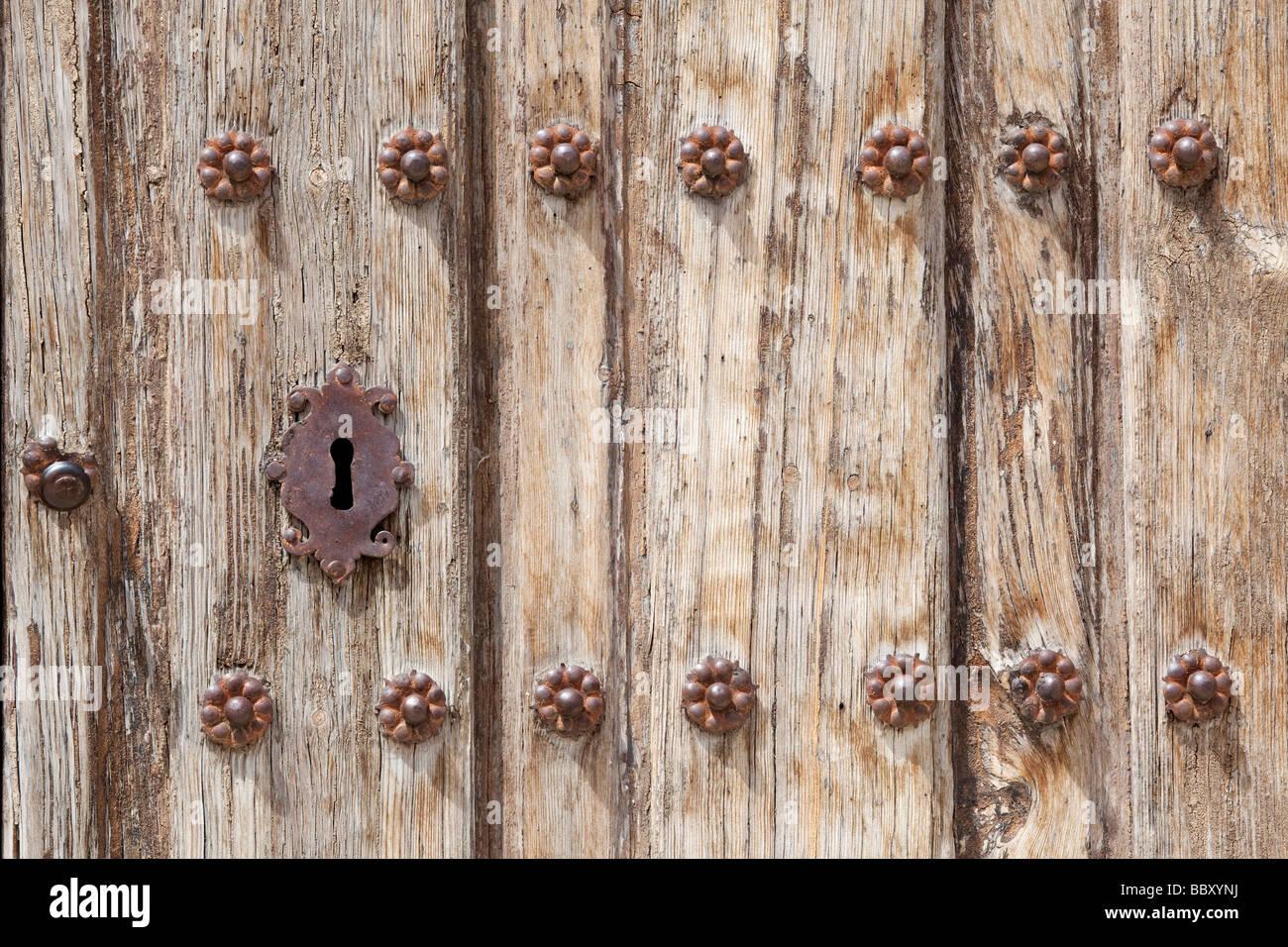 Detail der verwitterte Tür mit Schlüsselloch Stockbild