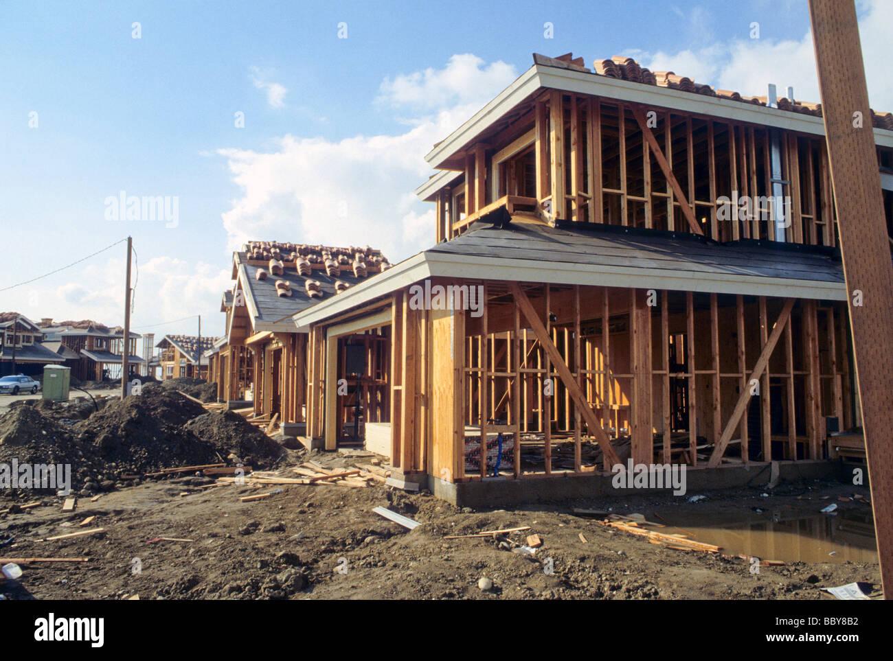 haus bauen bauen holz ständerwerk montieren holz dach starke kraft