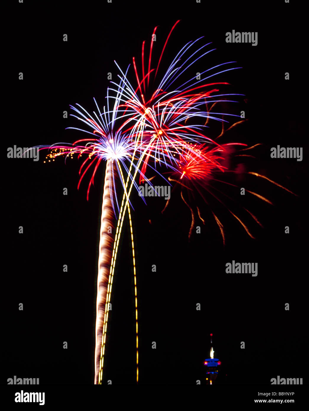 Japanische Feuerwerk während der Japan-Tag 2009 Düsseldorf Japanisches Feuerwerk Beim Japantag 2009 Düsseldorf Stockbild