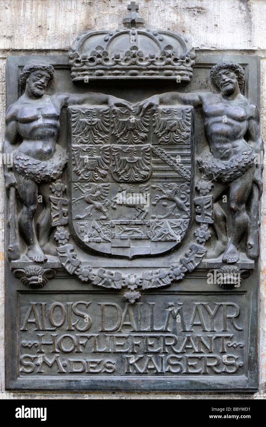 Gusseiserne Wappen Feinkost shop Alois Dallmayr in der alten Stadt von München, Bayern, Deutschland, Europa Stockbild