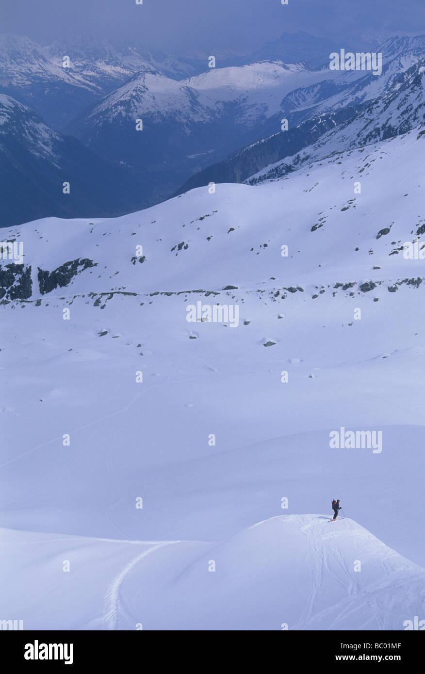 Skifahren auf Mt. Blanc nach erfolgreicher Gipfel des westlichen Europas höchstem Berg. Stockbild