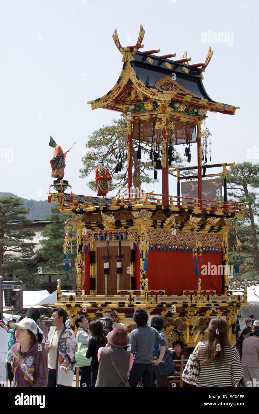 Eine aufwendige traditionelle Wagen oder Float ist auf dem Display während des Frühlingsfestes in Takayama Stockbild