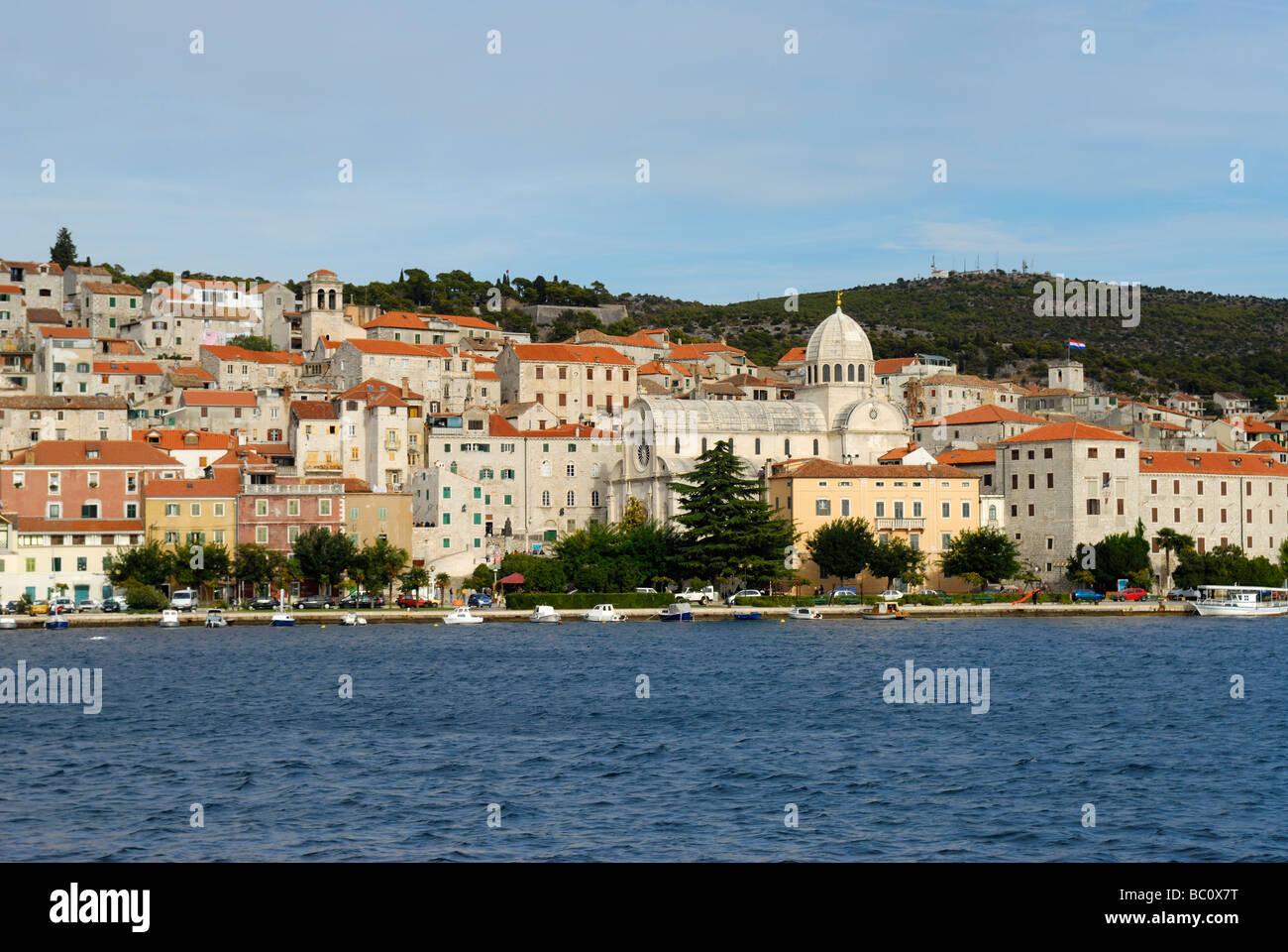 Strand von Sibenik auf dalmatinischen Küste von Kroatien Stockbild