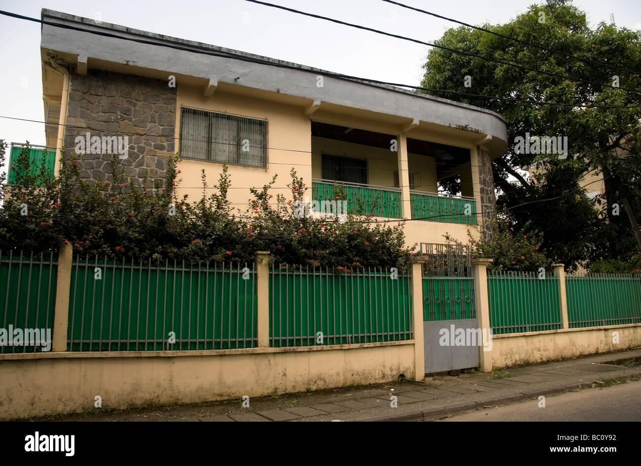 Obere Mittelklasse-Haus in Bonapriso residential District von Douala ...