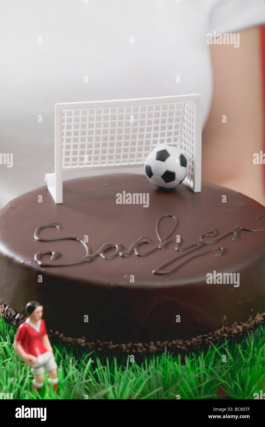 Frau Holding Sacher Torte Mit Fussball Figur Fussball