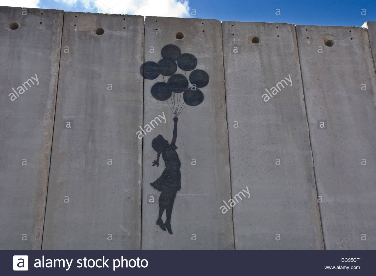 Ein Gemälde an die israelische Mauer der Trennung in Ost-Jerusalem in der Nähe der Grenze mit Ramallah. Stockbild