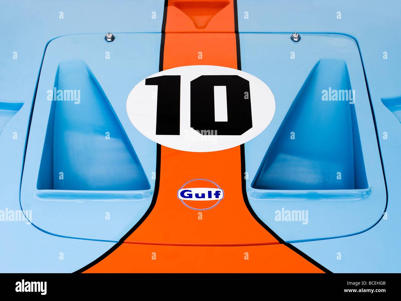 Golf-Logo und klassischen Gulf-Farben auf einem Ford GT 40 Stockbild