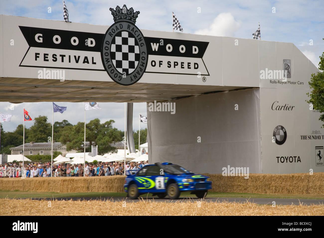 Auto auf der Hillclimb Strecke auf dem Goodwood Festival of Speed 2009 Motion blur Stockbild