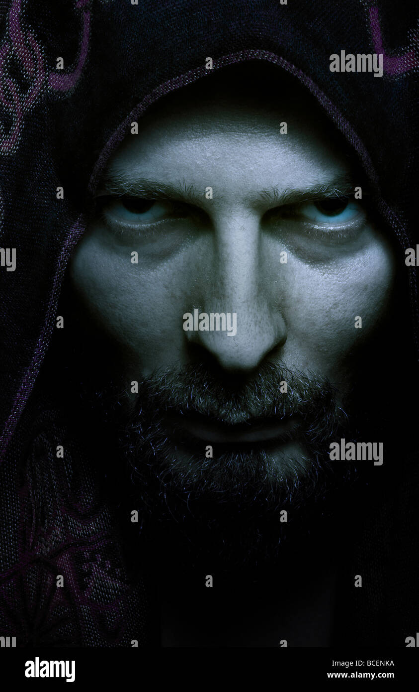 Creepy böse Gesicht der Dunklen finsteren Mann Stockbild