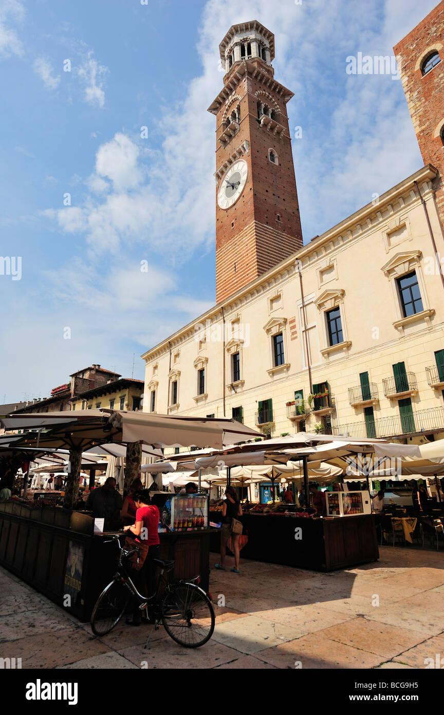 Piazza Delle Erbe, Verona, Venetien, Veneto, Italien Stockbild