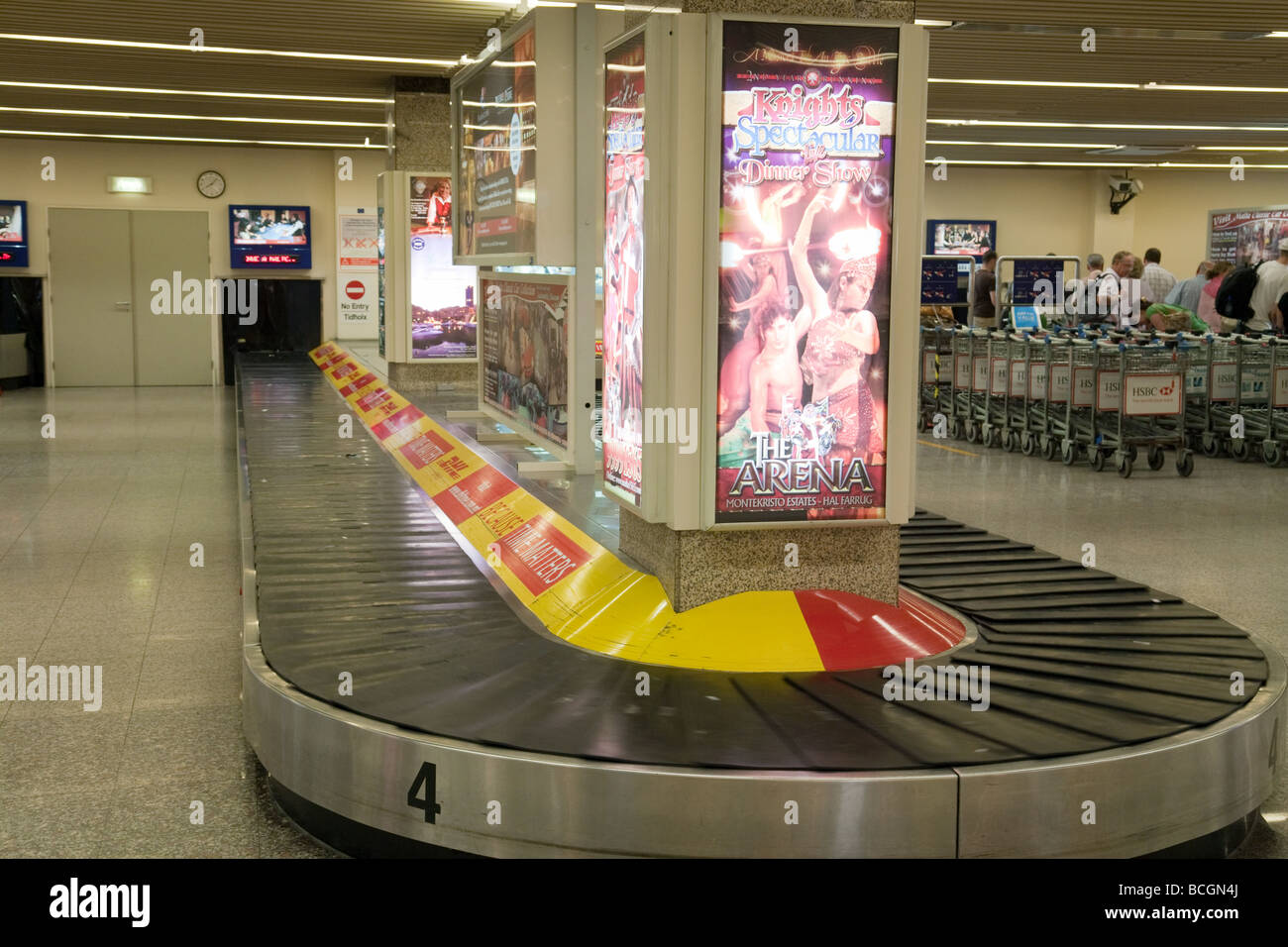 Leere Gepäckausgabe Förderband, Ankünfte, internationalen Flughafen Malta, Malta Stockbild