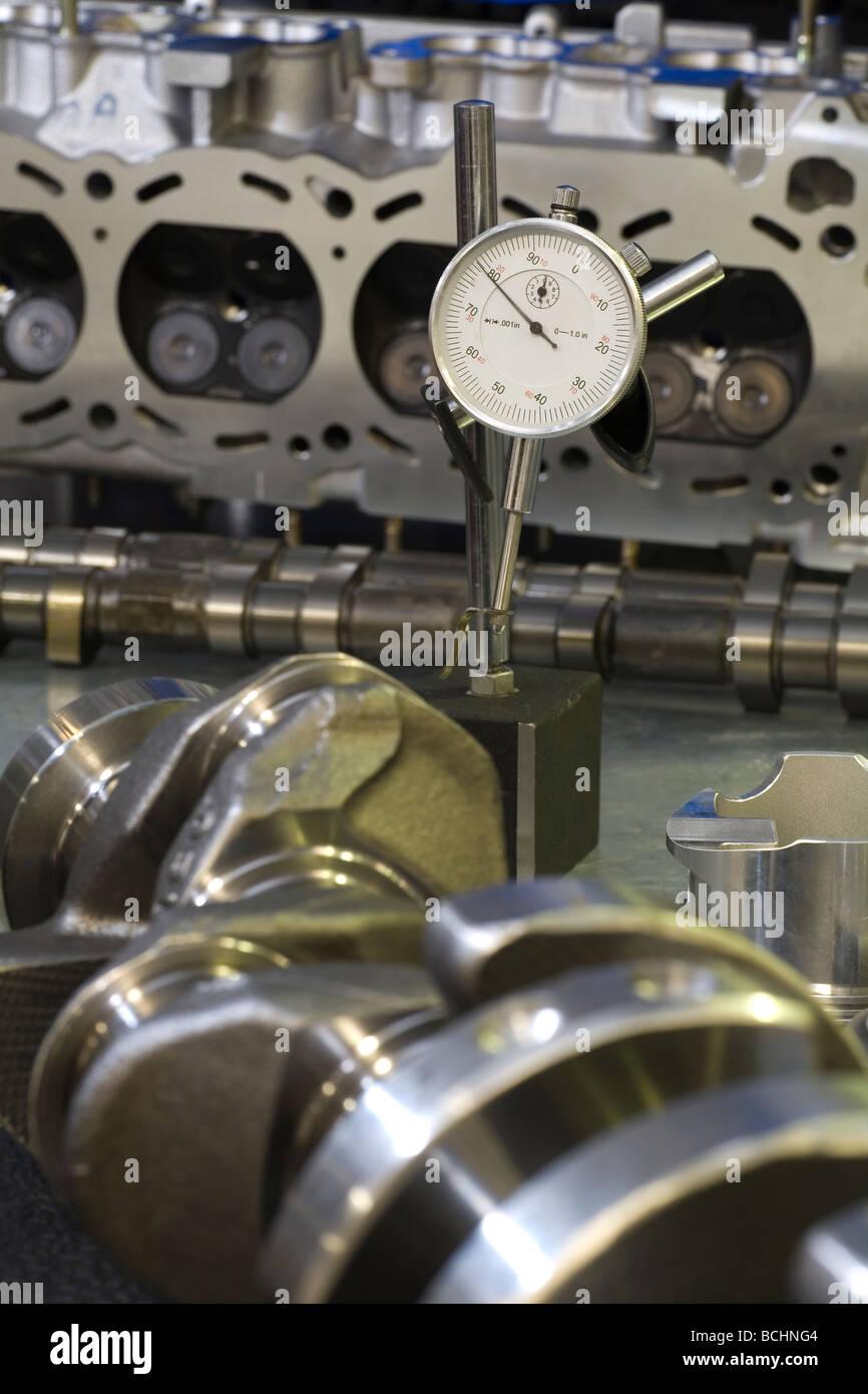 Engineering-Messuhr unter Auto Motorteile einschließlich Kurbelwelle ...