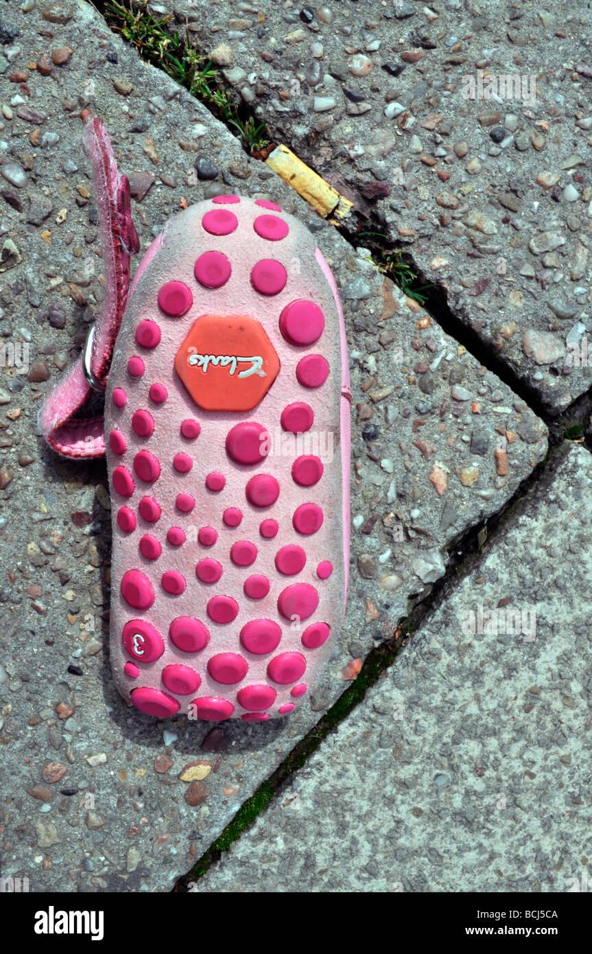 Kinder verloren rosa Schuh Pflaster Stockbild
