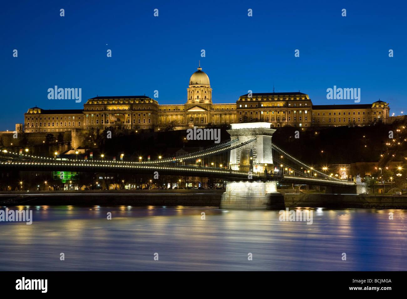Kettenbrücke & Königspalast am Burgberg, Budapest, Ungarn, RF Stockbild