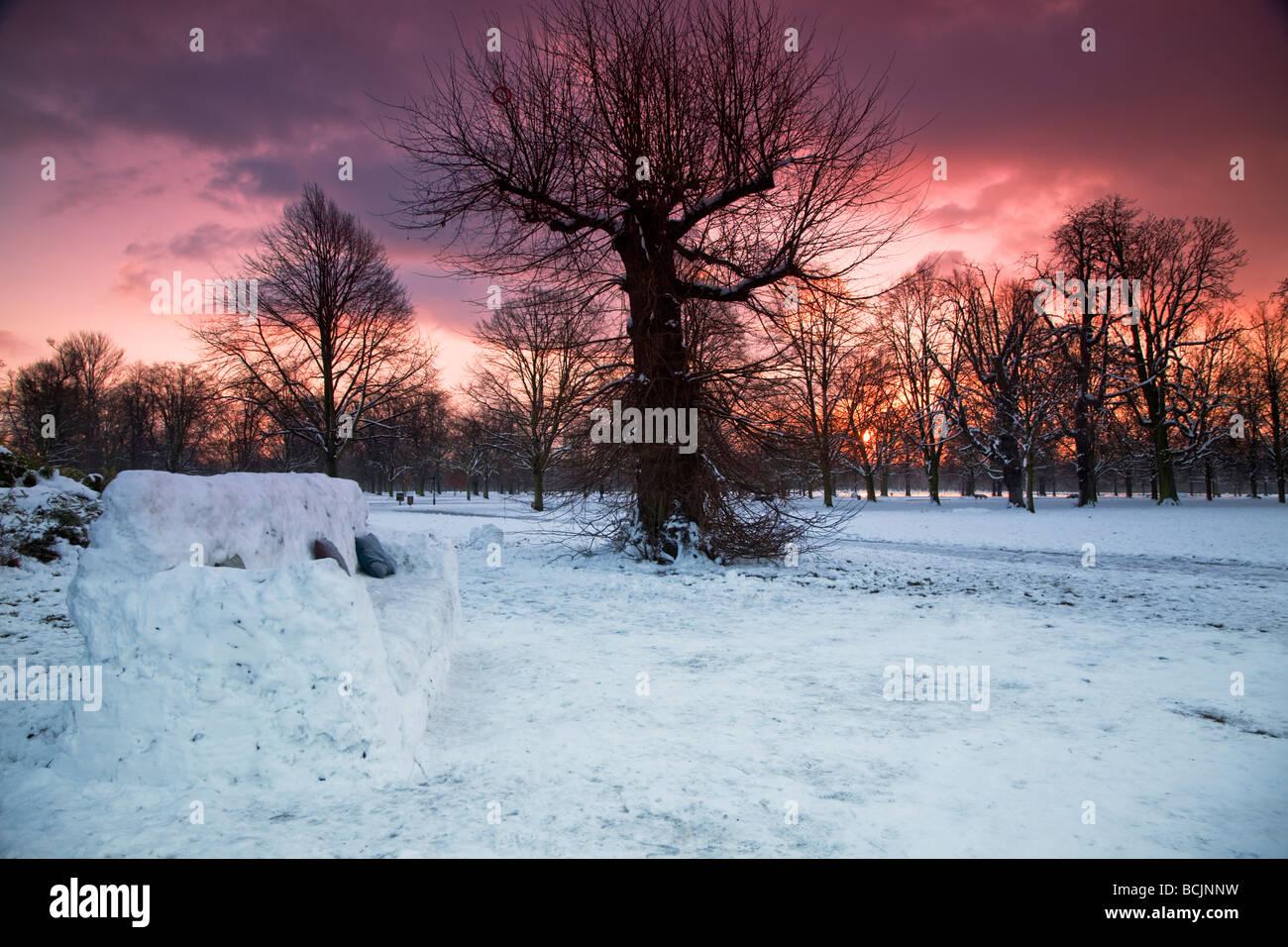 England, London, Kensington Gardens, Kensington, Schnee liege Stockfoto