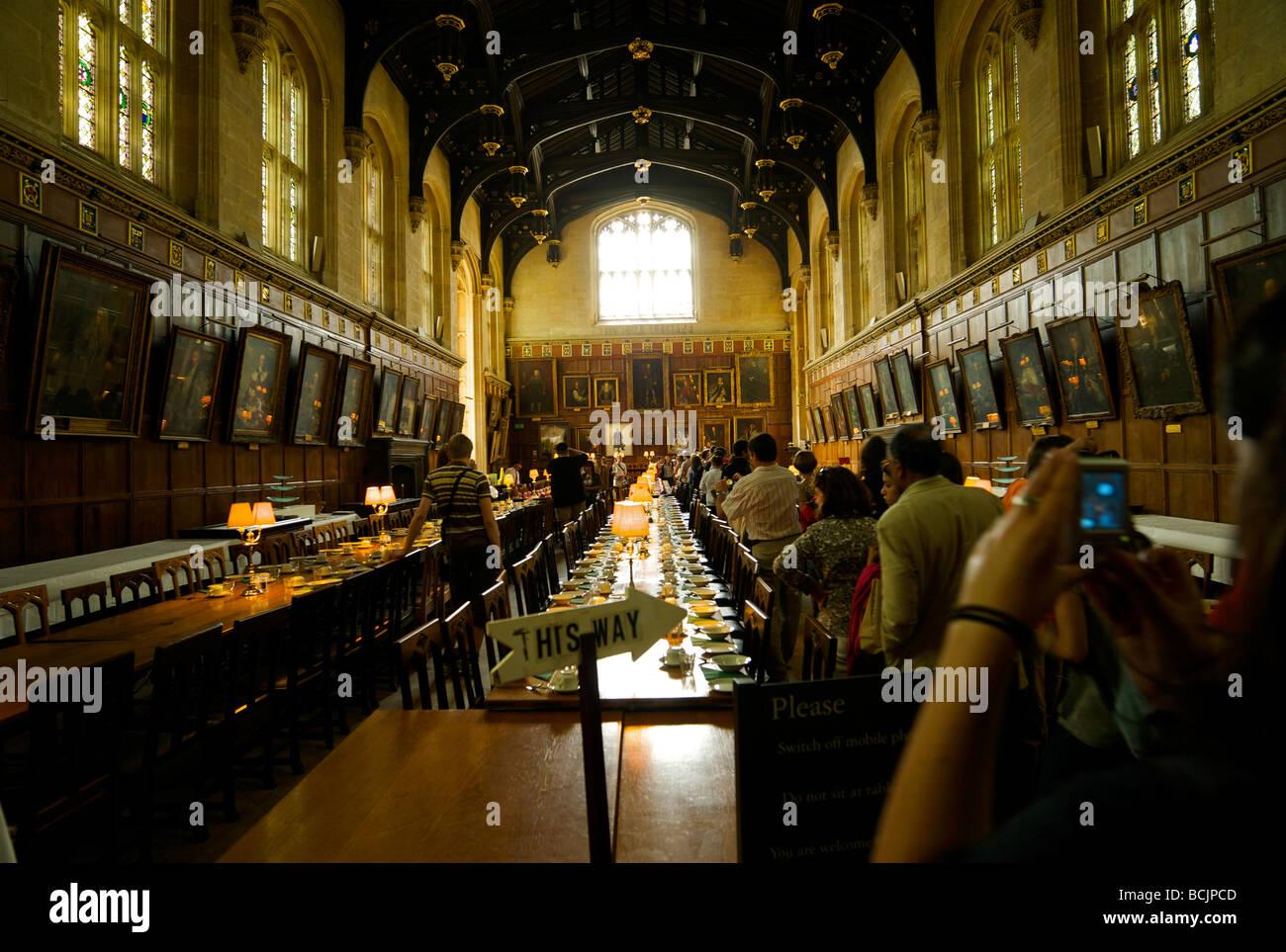 Touristen in der Dining Hall of Christ Kirche College Oxford UK die ...