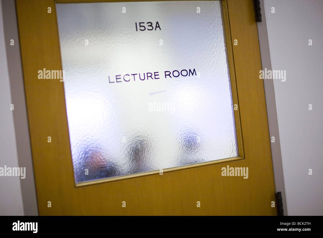 Tür zu einem Hörsaal einer Universität Stockbild