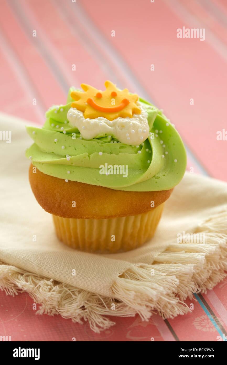 Close-up-Muffins mit Zuckerguss und Streusel Stockfoto